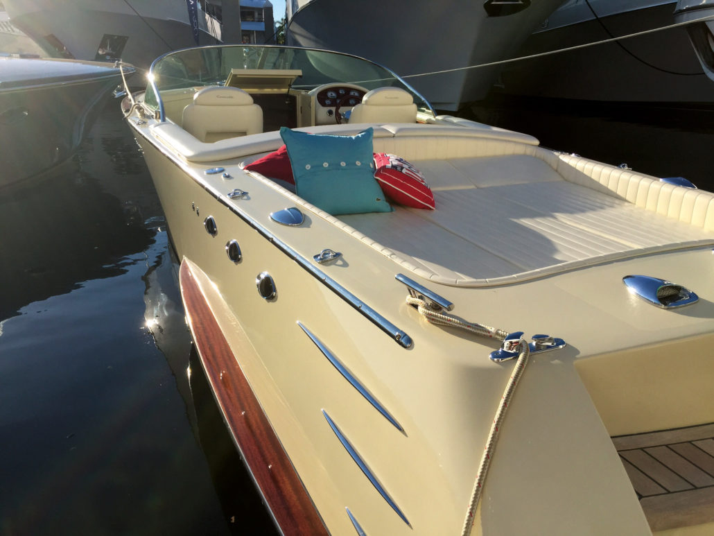 Boat with SPHAERA SLIM BASE 25